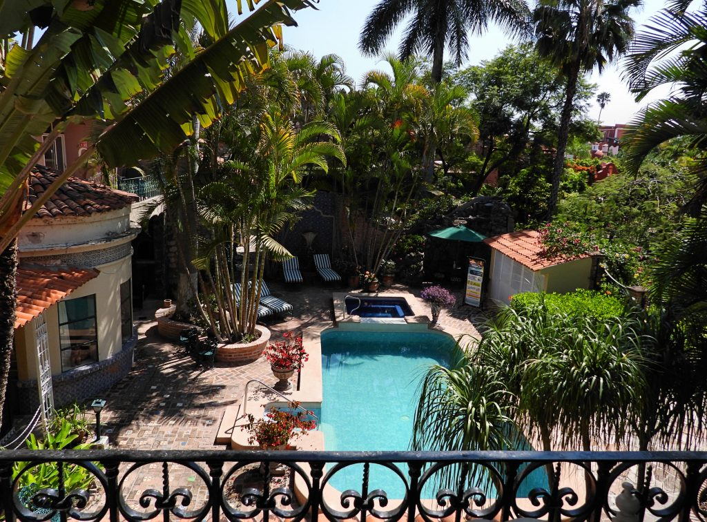 360 Xochi Quetzal Artist and Writers Residency -Villa QQ Hotel view of pool
